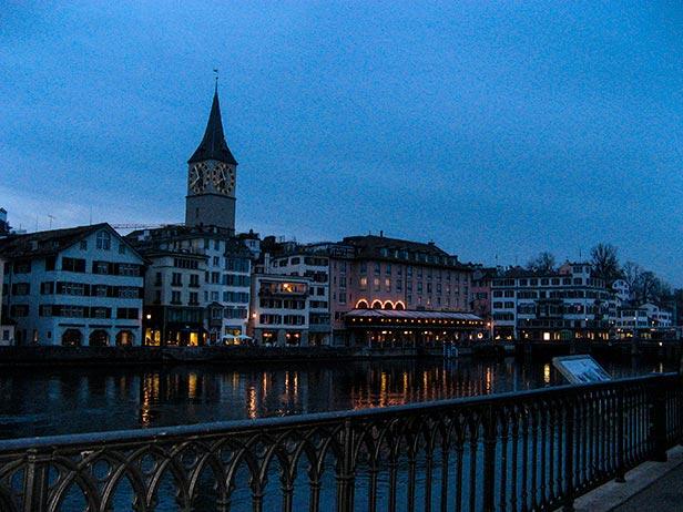 Foto de Zürich al otro lado del río Limmat