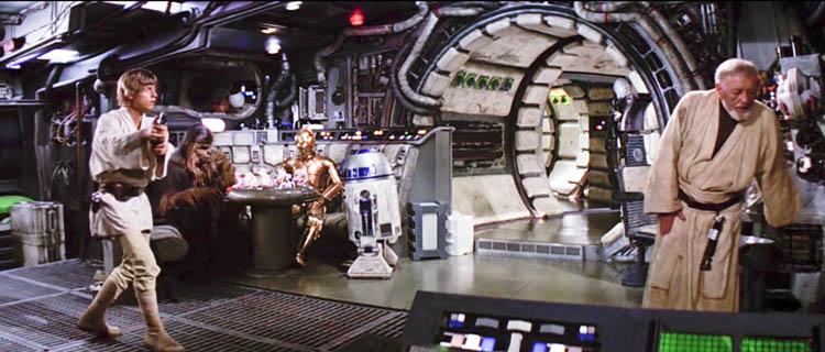 Obi-Wan Kenobi, interpretado por Sir Alec Guiness, siente un estremeciemiento en La Fuerza cuando el planeta Alderaan es destruido